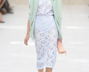 Designer Cristopher Bailey entitled his new line 'English Rose' full of ladylike pieces. Check out the Burberry Prorsum spring 2014 collection from London Fashion Week!