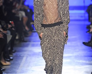 Functionality seems to have been the drive behind Mr. Puglisi's creativity and the fall 2014 Emanuel Ungaro collection is proof that his vision of style is definitely not for those wishing to by unnoticed.