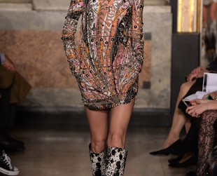 Native American and Inuit cultures stood as inspiration for Peter Dundas' fall 2014 collection for Emilio Pucci, so take a peek at the full lineup and spot your fave looks!
