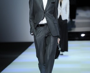 A mix of feminine and masculine ensembles dominated Emporio Armani's runway at the fall 2014 Milan Fashion Week, so check out the lineup, next!
