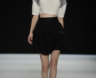 The new collection from Jill Stuart from New York Fashion Week is all about 70s inspired rock chick looks. Have a look at the Jill Stuart spring 2014 collection.