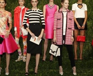 Kate Spade mesmerized her audience at the spring 2014 NYFW with a collection inspired by the 50s and 60s impeccable elegance.