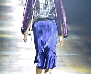 Chic designs featured in glossy fabrics dominated the spring 2014 runway at Lanvin, so take a peek at the full lineup, next!