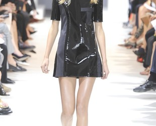Julien Dossena's first collection for Paco Rabanne looked chic, wearable and with a sporty-glam influence, so check out the label's spring 2014 collection, next!