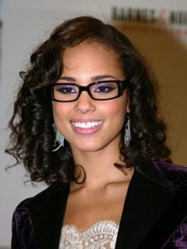 To the 2012 MTV VMA celebrations, songstress Alicia Keys wore her ear-length bob styled with a deep side part for a dramatic look.