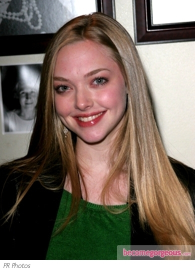 Amanda Seyfried arrived at the NYC premiere of 'Les Miserables' wearing a gorgeously sculpted high braided updo. Hair has been slicked back and secured high and tight at the crown, while a thick braid gives a look a glamorous touch.