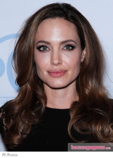 Angelina Jolie with Shiny End-Curls