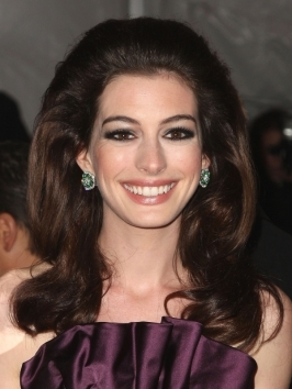 For the NYC premiere or 'Les Miserables', Anne Hathaway styled her short hair slicked down from an asymmetrical part. Work light-weight shine drops through layers for a stylish and super-sophisticated look.