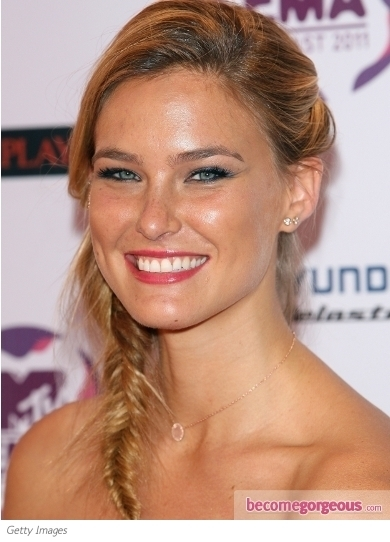 Irina Shyak opted for a simple, laid back ponytail hairstyle that accentuated her gorgeous features for the 2011 EMA's, a hairstyle that is chic, classy and perfect from day to evening!