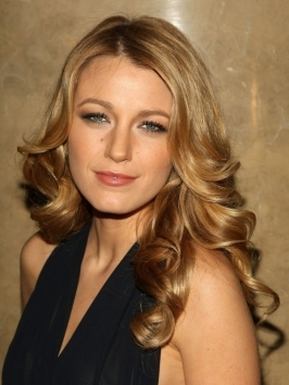 Blake Lively Curly Hair on Blake Lively Sculpted Curly Hairstyle  Getty Images