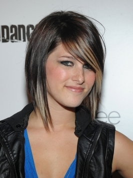Hey Monday lead singer Cassadee Pope's mid-lenght hairstyle features lots of razor cut layers. Short layers on top act as a fringe, moving across the forehead from a deep side part.