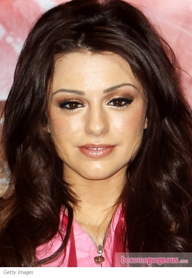 Cher Lloyd highlights her lovely features with a fail-safe cat eye makeup that look stunning when complemented with golden eye shadow. As an extra eye-popping detail she crowned her red carpet look with a dazzling pink pout.