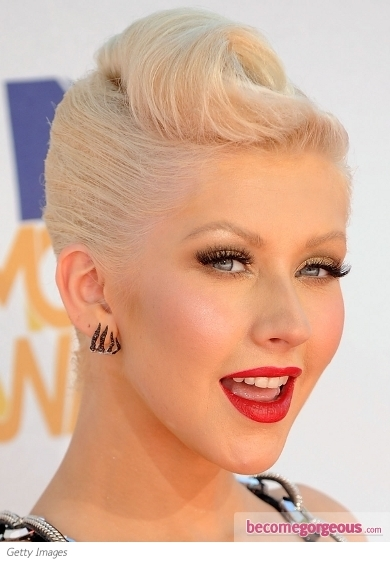 Christina Aguilera sports an impressive and glittery glam two tone makeup for this red carpet event. In order to mesmerize her fans she combined gold with black to immortalize her glimpse and a chic red pout to complete her elegant and super-sexy look. Follow Christina's footsteps if you're ready to run for the ultimate glamor puss title.