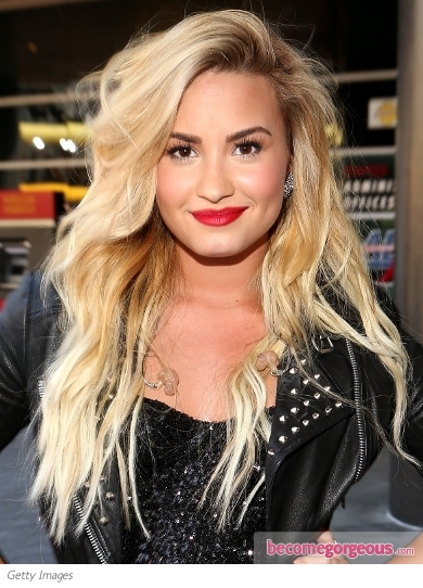Demi Lovato's Blonde Tousled Waves