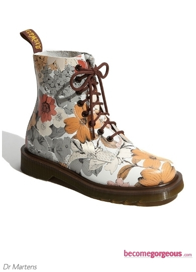 Pamper your style sense with this enchanting and oh-so-stylish accessory. The Dr.Martens Blue Little Flowers Boots will provide you with the secret weapon to make an overwhelming style impression on your entourage.