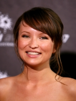 Actress Emily Browning under went an extreme hair makeover! She wears her shoulder length locks paired with whispy bangs and swapped her mousy brown shade for a cool white blonde color.