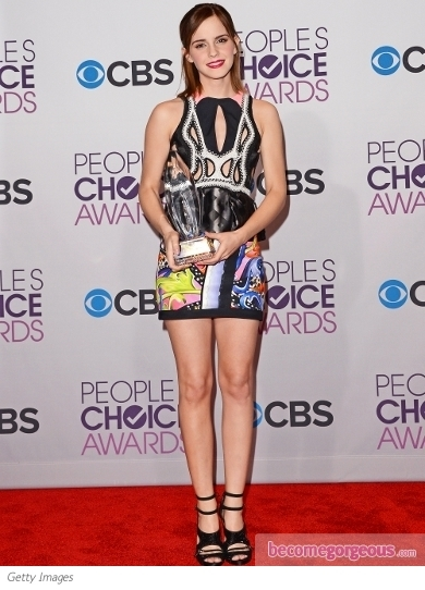 Winner of two 2013 People's Choice Awards, Jennifer Lawrence shone in a Valentino Couture sequined cocktail dress. She added Nicholas Kirkwood pumps and Cartier jewelry to the look.