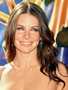 Evangeline Lilly channels Hollywood glam with her long curly hairstyle - very loose curls with lots of texture that are swept over one shoulder for a more feminine look.