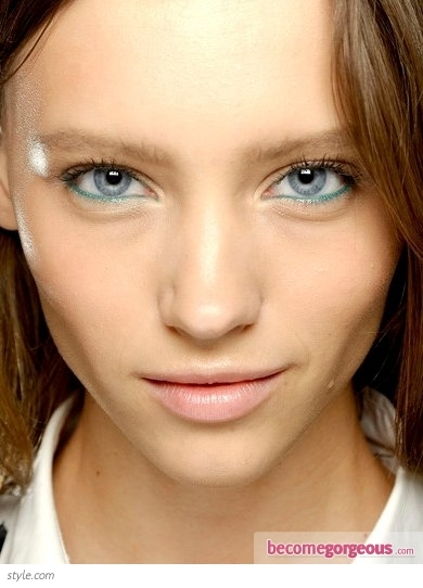 Green Rimmed Eye Makeup at Stella McCartney