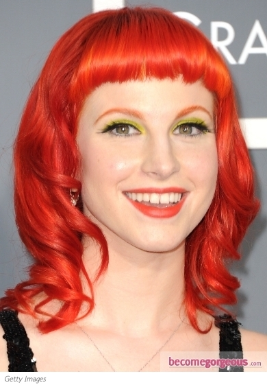 Hayley Williams is a wild Punk-Emo diva, still she succeeds in highlighting her youthful and flirty features. This time Hayley goes for a chic pink pout to create a gorgeous style impression.