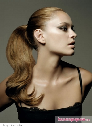 Glossy Ponytail Hair Style