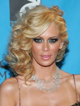 Jenna Jameson goes for over-the-top drama with her sassy supersized curly hairstyle.