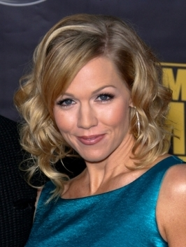 Jennie Garth's curly bob hairstyles has been styled by setting hair on rollers to create the curly texture from ear level to ends.