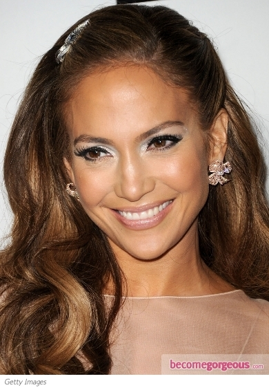 This sultry shade is not exclusive to [link=http://www.hair.becomegorgeous.com/newest_trends/burgundy_hair_color_ideas-2627.html title=Burdundy Hair Color]burgundy hair[/link] only! Jennifer Lopez swapped her trademark glossy pink lips for a vampy burgundy lip shade. She rocked this look with metallic bronze eyeshadow and heavily lined eyes.