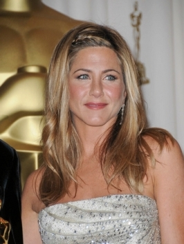 To add more oomph to her fine locks, Jennifer Aniston's had razored layers snipped in which add more swing to her shoulder-length locks. Dimensional hair highlights and subtle texture finishes the look.