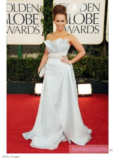 Jennifer Love Hewitt in Romona Keveza