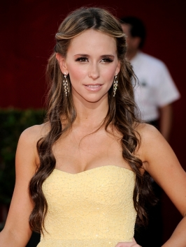 Jennifer Love Hewitt Hairstyle at the 2009 Emmy Awards