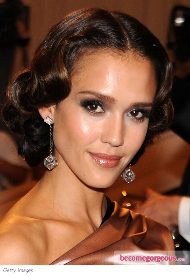 Jessica Alba Dark Smokey Eye Makeup