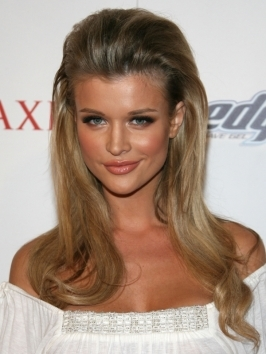 Joanna Krupa's wavy hairstyle with lifted roots is glossy, fresh and very flattering.