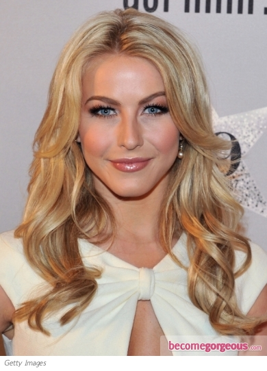 Julianne Hough Blonde Curly Hairstyle