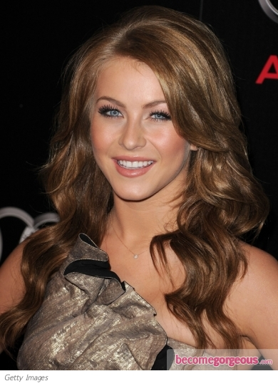 Julianne Hough Glossy Wavy Hairstyle