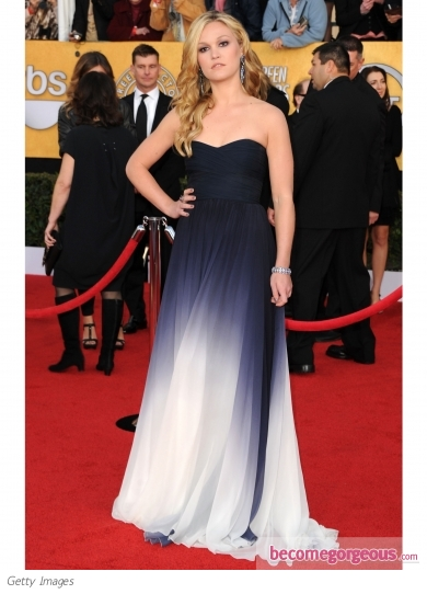 Julia Stiles in Monique Lhuillier