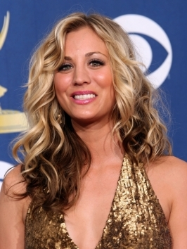 Kaley Cuoco's fine hair gets a much-needed lift with contrasting two tone hair color. Loose curls play up the difference between the blonde top and dark under-layers – the dramatic color also makes fine hair look lots thicker.
