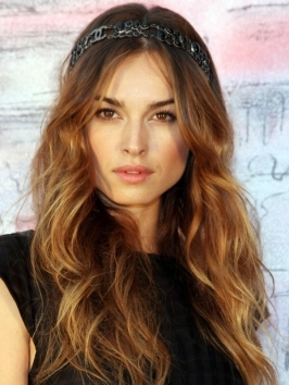 Actress Kasia Smutniak attends to the Chanel Cruise 2010 Fashion show with a beautiful boho hairstyle with headband. The lived-in texture can work on all hairstyles and lengths.