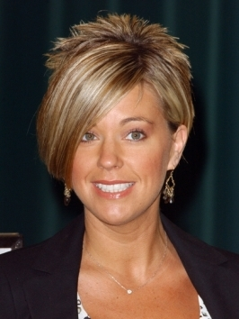 TV personality and mom of 8, Kate Gosselin looks fab promoting her new book. She pairs her buttery blonde shade with soft, pretty spiral curls and layered angled bangs.