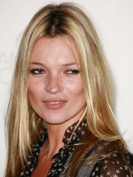 Kate Moss traded her grungy tousled waves for one that's uber sexy. Her hair was parted to one side, then worked for smooth waves and a shiny finish.