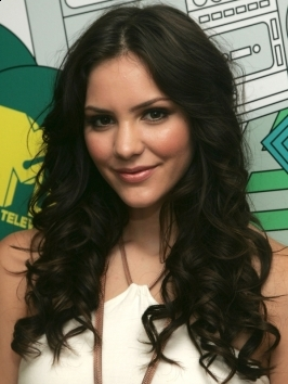 Katharine McPhee wears her shoulder-length bob with glamorous volume and bouncy texture. To style, wrap hair around either large rollers or a curling iron to create the shiny, bouncy curls.