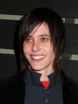 Katherine Moennig's medium haircut gets extra body and texture courtesy of heavily layered lengths. Golden highlights throughout the layers give even more sizzle.