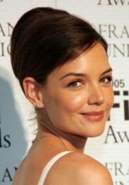 Katie Holmes' long brunette hair was styled with shiny curls with a hint of volume for the 2011 MTV VMAs. To style, work mousse throughout hair to build volume and blow out smooth. Curl hair with a jumbo curling iron to create shiny curls.
