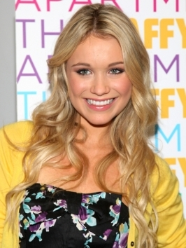 Katrina Bowden smooth side pony looks cute and romantic. Her locks were blown-dry smooth and hair has been pulled to the side from a deep side part. Top layers have been pulled out to frame her face, acting as long bangs.