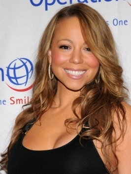 Beach waves hairstyles never go out of fashion - Mariah Carey enhanced her natural texture by using seas salt spray on her towel-dried hair, defining waves with a wide barrel curling iron here and there.