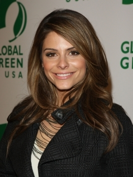 Maria Menounos hit the town with her blonette locks styled for soft wavy texture. Bring out your natural texture by cocktailing frizz-tamer and curl-enhancer in your palm, apply to damp locks and scrunch-dry with a diffuser.