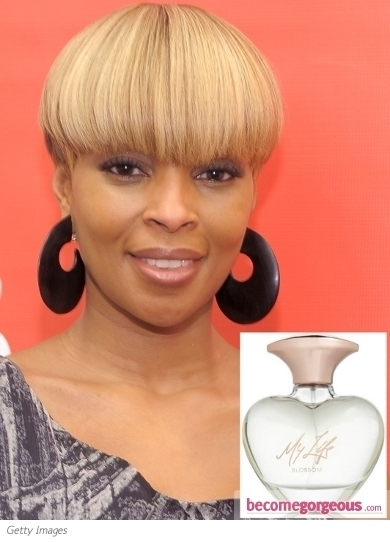 In order to create this gorgeous scent Riri collaborated with one of the most popular perfumers, Caroline Sabas. The aromas included in the fragrance emanate a seductive and romantic allure. If you're fond of the perfume of red berries, ripe peaches and Hawaiian hibiscus flower make sure you raid the stores for Reb'l Fleur.