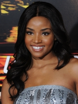 Actress Meagan Tandy certainly stole the limelight at the 'Unstoppable' movie premiere. Her hair is center-parted with loose waves tugged over the shoulders that begin to take shape right above cheek level.