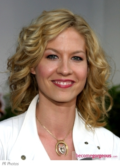 Jenna Elfman Medium Curly Hairs...