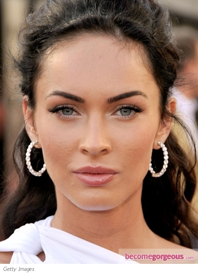 Glamour puss Megan Fox proves that less is more, with this flawless minimal makeup look. She enhanced her eyes with false corner lashes, finishing the look with a touch of blush and clear lipgloss.